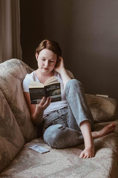 Sarah Myers - Chica Leyendo